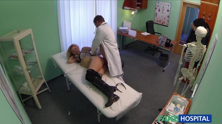 Доктор развел на секс молодую пациентку во время приема